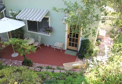 Guest House GH, private entry & patio.