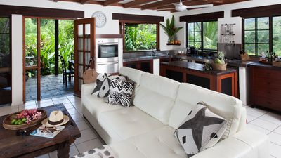 Shangri-La holiday home near Port Douglas Four bedrooms, lap pool, private