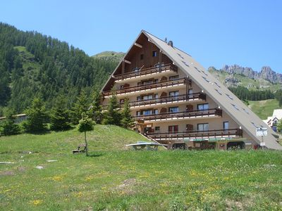 Photo for Nice bright apartment. Réallon. nice view. near the slopes.