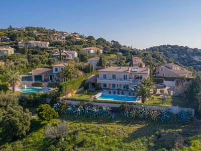 Photo for Vast, beautiful, charming villa, sea view overlooking the Gulf of Saint-Tropez