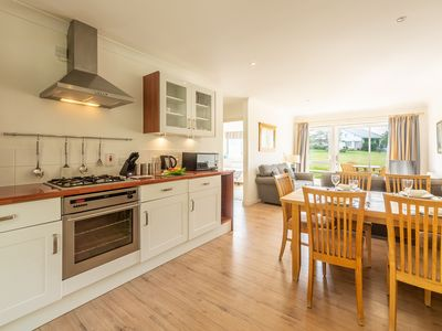 Photo for Two-bed cottage with private patio and decking