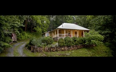 Photo for Cozy Retreat Nestled in the Mountains-Whispering Creek Cottage