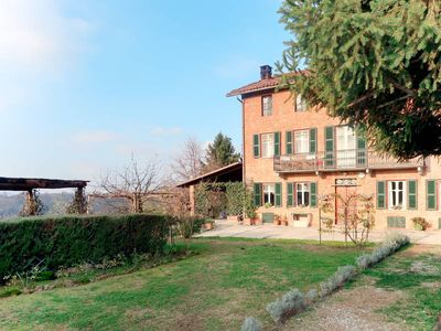 Photo for Apartment Il Cortile  in Soglio (AT), Piedmont - 5 persons, 2 bedrooms