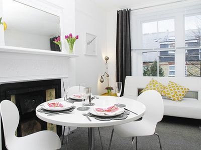 Photo for Suite 9 Blissful, Bright 1 bedroom suite in quiet rd in Belsize  Park