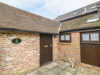 Photo for OAK COTTAGE, pet friendly, with hot tub in Bere Regis, Ref 955591