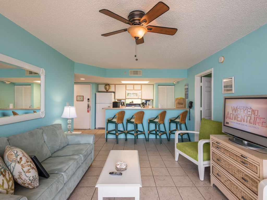 Cozumel Suite Treat yourself! Close to beach with pool and hot tub access!