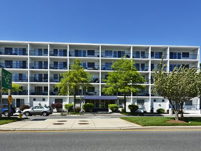 LINENS INCLUDED*!  WALK TO EVERYTHING ON THE AVE IN REHOBOTH!  RESTAURANTS, SHOPS & MORE!!!