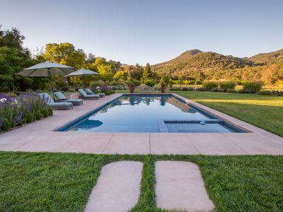 Photo for Elegant wine country family retreat with fabulous panoramic views and pool