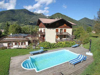 Photo for Cosy apartment with pool, WIFI, TV, balcony, pets allowed and parking, close to Riva Del Garda