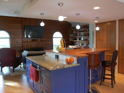 Photo for HUGE 5/4.5, great for corporate groups! Very close to downtown, Zilker Park!