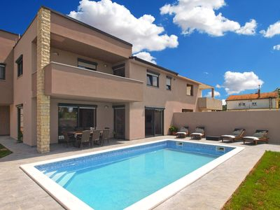 Photo for Holiday house Valbandon for 8 - 10 persons with 4 bedrooms - Villa