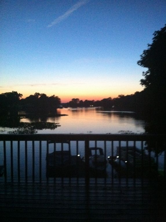 Sunset view 2 story lake home 4br 2bth vrbo for 2 story lake house
