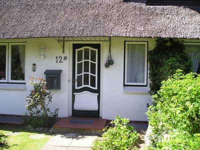 Photo for Thatched house with south terrace, large garden, beach chair