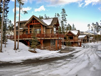 Photo for Family-style mountain cabin with a private hot tub, close to the ski slopes!
