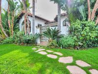 Lovely Spanish style home in LA's HOT SPOT!