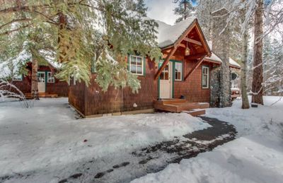 Photo for Experience the wilderness at this deluxe riverfront cabin on the Metolius River