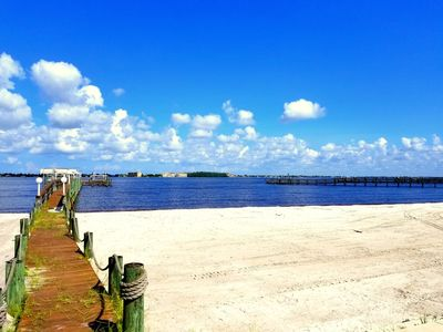 Photo for Introducing Riverside Beach! 2 Bed 2 bath beach front condo on Caloosahatchee!