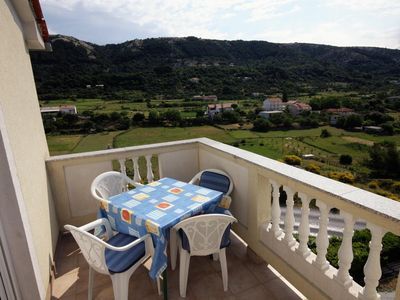 Photo for Two bedroom apartment with terrace Mundanije (Rab)