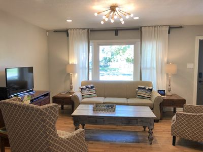 ★Luxury 5-Star  Home★Location~Fenced Yard~Families~Couples~24 Hour Support Team