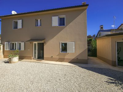 Photo for Authentic villa with private pool, a gym and 3 bathrooms, 8km from Porec