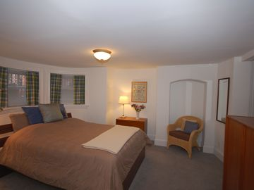 Walking distance to the Convention Center, White House, Smithsonian, Monuments!