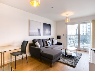 Photo for Beautiful 2Bed 2Bath w/Balcony Overlooking Thames