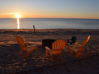 Ultra-Clean & Comfortable Cottage on an Amazing Lake Huron Beach!