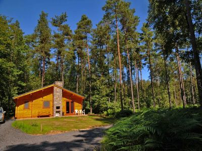 Brand new chalet for 8 pers. located in the middle of the woods in the holiday village of Oignies. In