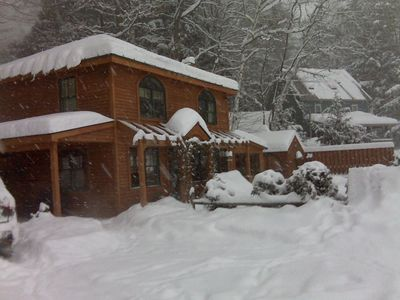 Adorable, cozy lakeside cottage 5-min from Okemo