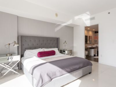 Photo for Amazing Modern Apartment at the Icon-Brickell