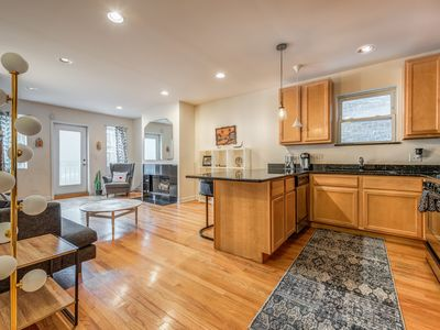 Photo for Explore Chicago 3bd/3bth gem in Wicker Park