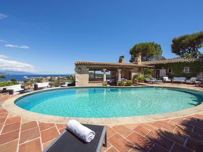 Photo for Exceptional provencal-style villa with stunning panoramic sea views