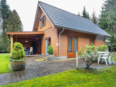 Photo for Beautiful detached wooden house with a pretty garden in the Veluwe