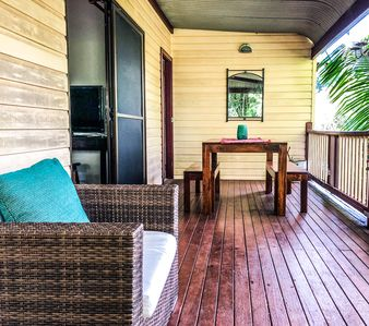 Entry Deck with Outdoor Dining