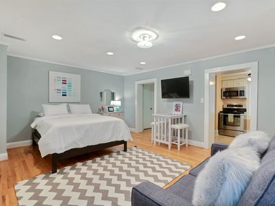 Photo for Perfect Getaway for 2 On Jones St in the Heart of Downtown