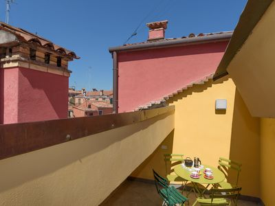 Photo for Rialto sunny and elegant apartment with nice and intimate terrace - free WIFI