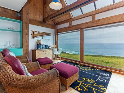 Photo for Cozy with prime bluff location, w/ extra sleeping space, ocean views, Hideaway