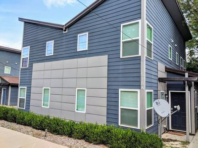Photo for Spacious 3/3 Townhome.  Edge of Uptown Charlotte.