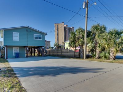 Photo for Quaint, dog-friendly house w/ a full kitchen - walking distance to the beach!