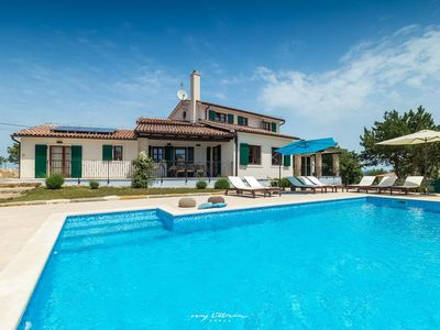 Photo for Charming villa with private pool near the sea