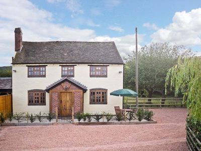 Photo for YEW TREE COTTAGE, pet friendly, with a garden in Malvern, Ref 14038