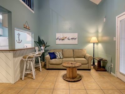 Photo for Cozy condo w/shared pool/hot tub - near Schlitterbahn Riverpark