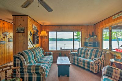 The inviting cabin has accommodations for up to 8 guests.