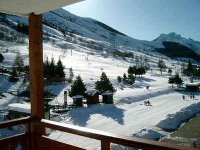 Photo for Very pleasant flat 3 rooms, 50 m ², 3rd floor, quality label 3 ***, for 6/8 pers, living room, 2 bedrooms, 2 balconies, 20m ski tracks, center 2 Alpes, parking
