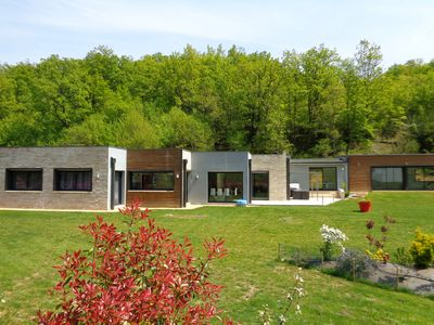 Photo for New and near Sarlat, a contemporary villa with heated indoor pool