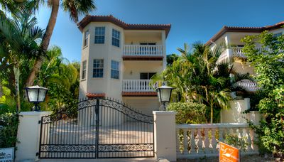 Private Heated Pool - Short Walk to Gulf Beaches - Dog Friendly!