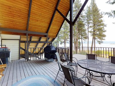 Photo for Cozy dog-friendly cabin features amazing lake views and gorgeous surroundings!