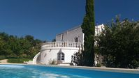 Fabulous place, wonderful pool, beautiful landscape, totally private, perfect place to stay with fri