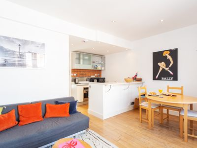 Photo for Cozy Flat In Trendy Notting Hill. Great Transport links and Close to Parks