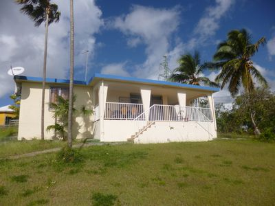 Photo for Villa in the heights of Sainte Anne with beautiful sea view